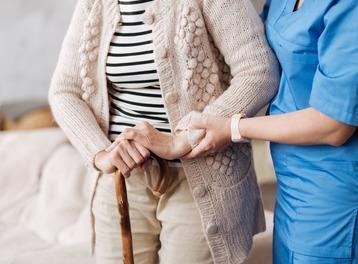 Relaxe totale pour une aide à domicile injustement accusée d'abus de faiblesse par un héritier